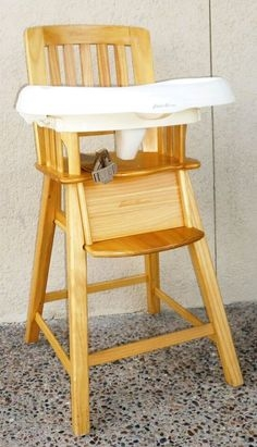 Wood high chair with removable tray