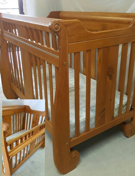 Convertible wood crib