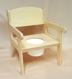 Woody potty chair with arms